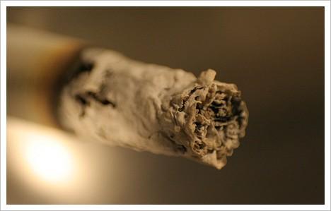 Zigarette-Asche